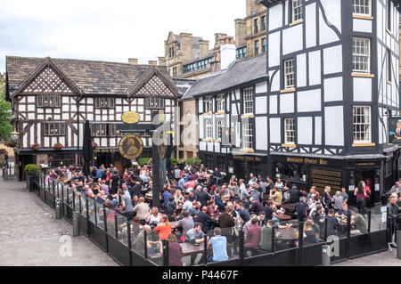 Crowds of drinkers at Sinclairs Oyster Bar and The Old Wellington pub in  Manchester city centre - Stock Photo