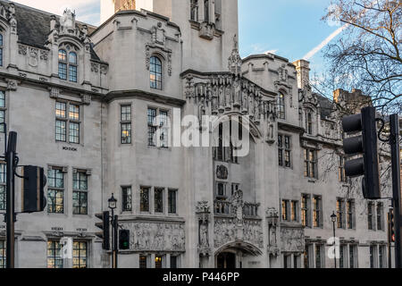 The art nouveau Gothic facade of The Middlesex Guildhall which is the home of the Supreme Court of the UK. The impressi - Stock Photo