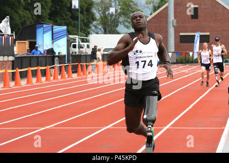 U.S. Army Veteran, Capt. William Reynolds, of Pittsford, New York, competes in the 800 meter event during the 2016 Department of Defense Warrior Games, in Shea Stadium, at the United States Military Academy, at West Point, New York, June 16. (U.S. Army photo by Spc. Michel'le Stokes/Released) - Stock Photo