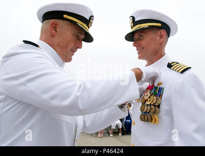 160630-N-YG415-023 NAVAL BASE VENTURA COUNTY, Calif. (June 30, 2016) Capt. James Meyer, commodore, 30th Naval Construction Regiment (30 NCR), receives the Legion of Merit award from Capt. Erich Diehl, Navy Expeditionary Forces Command Pacific, during a change of command ceremony. During the ceremony, Capt. Jeffrey Kilian relieved Capt. James Meyer, who has held the position since July 2014. (U.S. Navy photo by Mass Communication Specialist 1st Class Michael Gomez/Released) - Stock Photo