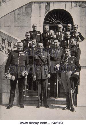 REVISTA B/N-1ER CONSEJO DIRECTORIO CON ALFONSO XIII EN EL PALACIO REAL DE MADRID 1923. Author: José Zegrí (1887-1955). - Stock Photo