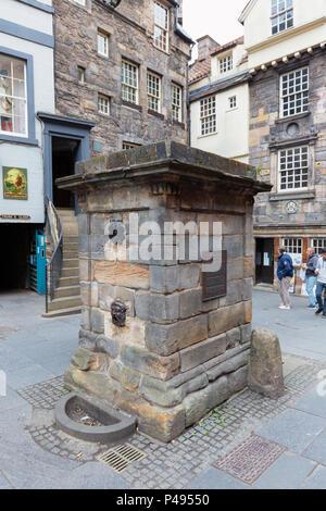 The Netherbow Wellhead or Cistern, High St, the Royal Mile, Edinburgh old town, Scotland UK - Stock Photo