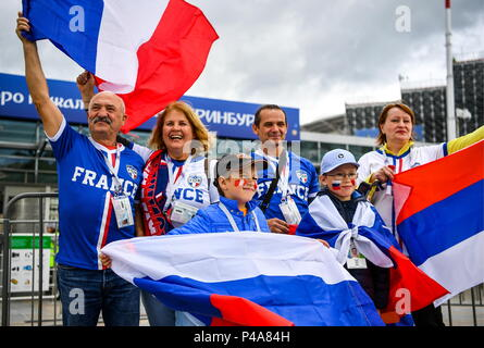 Yekaterinburg, Russia. 21st June, 2018. YEKATERINBURG, RUSSIA - JUNE 21, 2018: Football fans gather by Yekaterinburg Arena Stadium ahead of the 2018 FIFA World Cup Group C match between France and Peru. Donat Sorokin/TASS Credit: ITAR-TASS News Agency/Alamy Live News - Stock Photo