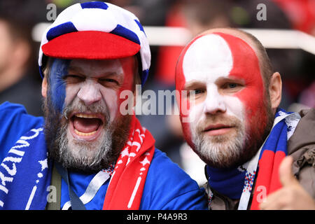 Yekaterinburg, Russia. 21st June, 2018. Soccer World Cup 2018: France vs. Peru : Preliminary round, group C: Second game day at the Yekaterinburg arena. French Fans cheering for their team before the game. Credit: Marius Becker/dpa/Alamy Live News Credit: dpa picture alliance/Alamy Live News Credit: dpa picture alliance/Alamy Live News - Stock Photo