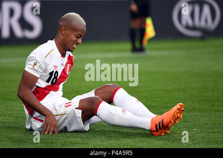 Yekaterinburg, Russia. 21st June, 2018. Soccer World Cup 2018: France vs. Peru : Preliminary round, group C: Second game day at the Yekaterinburg arena. Nabil Fekir aus Frankreich führt den Ball. Credit: Marius Becker/dpa/Alamy Live News Credit: dpa picture alliance/Alamy Live News Credit: dpa picture alliance/Alamy Live News - Stock Photo