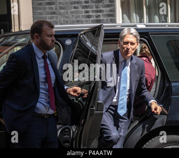 London, UK. 21st June 2018.  Philip Hammond, Chancellor of the Exchequer arrives in 10 Downing Street for a meting Credit: Ian Davidson/Alamy Live News - Stock Photo