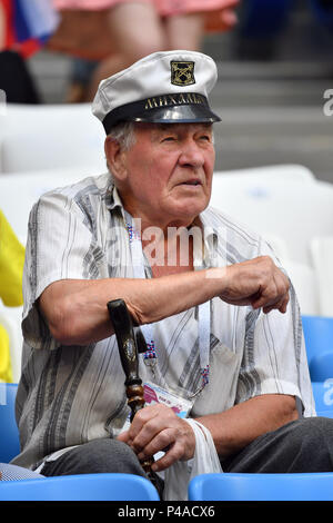 Samara, Russland. 21st June, 2018. Fan, football fan, with Admiralsmuetze, sleeps, doest. Denmark (DEN) - Australia (AUS) 1-1, Preliminary Round, Group C, Match 22, on 21.06.2018 in Samara, Samara Arena. Football World Cup 2018 in Russia from 14.06. - 15.07.2018. | usage worldwide Credit: dpa/Alamy Live News - Stock Photo