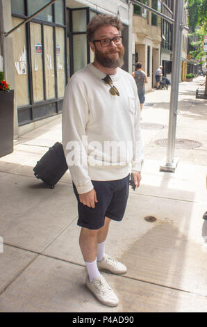 New York, New York, USA. 21st June, 2018. Seth Rogen sighted at BuzzFeed's AM to DM studio on June 21, 2018. Credit: Jeremy Burke/Alamy Live News