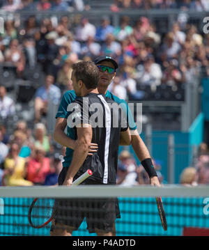 The Queen's Club, London, UK. 21 June, 2018. Day 4 of the Fever Tree Championships on centre court with Jamie Murray (GBR) and Bruno Soares (BRA) vs Marcus Daniell (NZL) and Wesley Koolhof (NED). Credit: Malcolm Park/Alamy Live News. - Stock Photo
