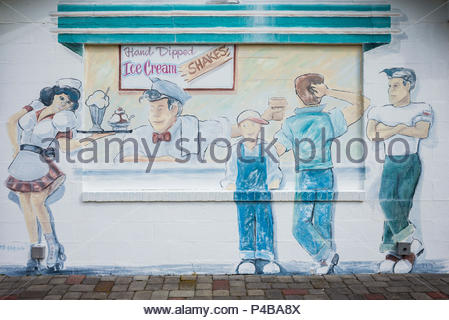 USA, New Jersey, The Jersey Shore, Wildwoods, 1950s-era Doo-Wop architecture, ice cream shop mural - Stock Photo