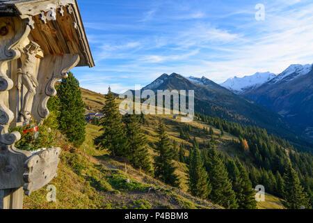 Krimml, alp, alpine pasture, Zillertaler Alpen (Zillertal Alps), wayside cross, Pinzgau, Salzburg, Austria - Stock Photo