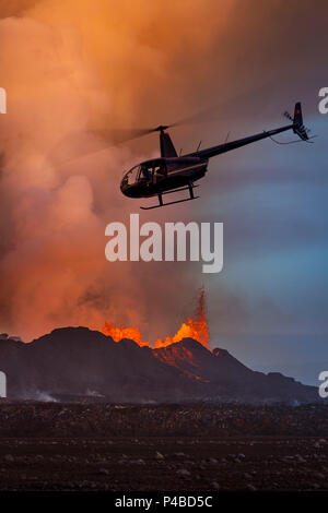 Helicopter flying over the volcano eruption at the Holuhruan Fissure, near the Bardarbunga Volcano, Iceland August 29, 2014 a fissure eruption started in Holuhraun at the northern end of a magma intrusion, which had moved progressively north, from the Bardarbunga volcano. Bardarbunga is a stratovolcano located under Vatnajokull, Iceland's most extensive glacier, picture Date: September 20, 2014 - Stock Photo