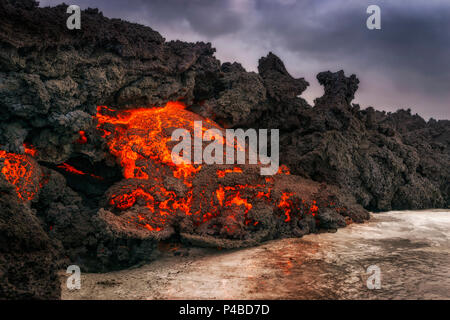Glowing Lava flowing, Holuhraun Fissure Eruption, Bardarbunga Volcano, Iceland. August 29, 2014 a fissure eruption started in Holuhraun at the northern end of a magma intrusion, which had moved progressively north, from the Bardarbunga volcano. Picture Date: Feb. 2, 2015 - Stock Photo