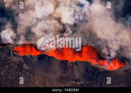 Volcano eruption at the Holuhraun Fissure near the Bardarbunga Volcano, Iceland. August 29, 2014, a fissure eruption started in Holuhraun at the northern end of a magma intrusion which had moved progressively north, from the Bardarbunga volcano. Picture date Sept 3, 2014. - Stock Photo