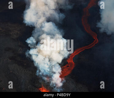 Aerial view of lava and steam. August 29, 2014 a fissure eruption started in Holuhraun at the northern end of a magma intrusion, which had moved progressively north, from the Bardarbunga volcano. Bardarbunga is a stratovolcano located under Vatnajokull, Iceland's most extensive glacier. Picture Date: September 3, 2014 - Stock Photo