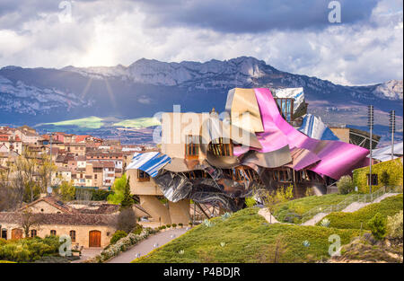 Hotel marques de riscal architect frank gehry bodega for Hotel el ciego marques de riscal