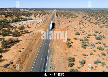 Road Train truck traveling on the great northern highway, Eastern Goldfields, Western Australia | usage worldwide - Stock Photo