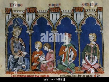 LIBRO DE JUEGOS O LIBRO DEL AJEDREZ DADOS Y TABLAS - 1283 - FOLIO 72R - DETALLE - ALFONSO DICTA EL LIBRO DE LAS TABLAS A SUS AMANUENSES - Conj 90120. Author: Alfonso X of Castile the Wise (1221-1284). Location: MONASTERIO-BIBLIOTECA-COLECCION, SAN LORENZO DEL ESCORIAL, MADRID, SPAIN. - Stock Photo