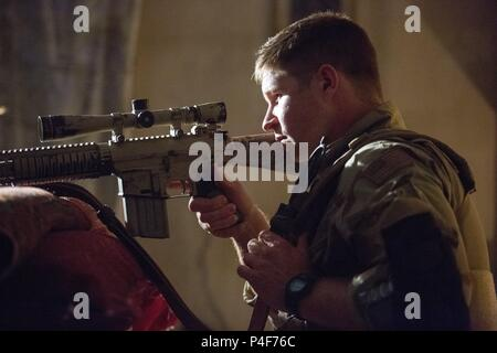 Original Film Title: AMERICAN SNIPER.  English Title: AMERICAN SNIPER.  Film Director: CLINT EASTWOOD.  Year: 2014.  Stars: KEVIN LACZ. Credit: WARNER BROS PICTURES / Album - Stock Photo