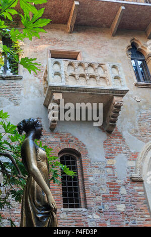 Verona, Italy – May 26, 2017: Statue and balcony at Juliet's house are a major landmark and tourist attraction in Verona, Italy - Stock Photo