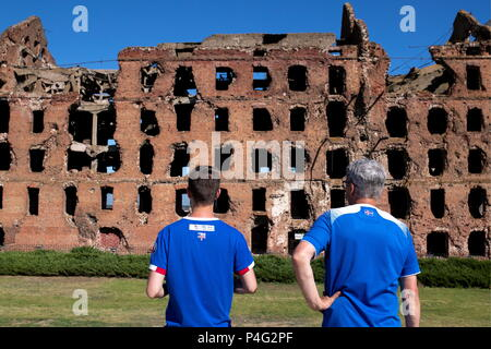 Volgograd, Russia. 21st June, 2018. VOLGOGRAD, RUSSIA - JUNE 22, 2018: Football fans view the ruins of Gerhardt Steam Mill at the Battle of Stalingrad State Historical and Memorial Museum-Preserve. Sergei Bobylev/TASS Credit: ITAR-TASS News Agency/Alamy Live News - Stock Photo