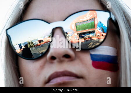 Volgograd, Russia. 21st June, 2018. VOLGOGRAD, RUSSIA - JUNE 21, 2018: A young girl at the 2018 FIFA World Cup Fan Fest site. Sergei Bobylev/TASS Credit: ITAR-TASS News Agency/Alamy Live News - Stock Photo