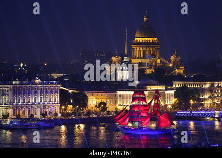 St Petersburg, Russia. 21st June, 2018. ST PETERSBURG, RUSSIA - JUNE 21, 2018: The Tre Kronor Stockholm brig sails along the Neva River during a rehearsal of the 2018 Scarlet Sails annual festival for St Petersburg school leavers. Seen in the background are the Admiralty building and St Isaac's Cathedral. Peter Kovalev/TASS Credit: ITAR-TASS News Agency/Alamy Live News - Stock Photo