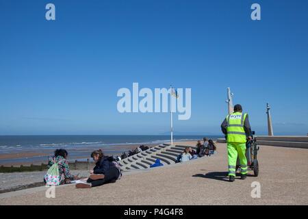 Lancashire, UK. 22 June 2018.  Blue skies and sunshine on the Fylde Coast as residents and holiday makes enjoy the seafront attractions and new coastal promenade. Credit: MediaWorldImages/AlamyLiveNews. - Stock Photo
