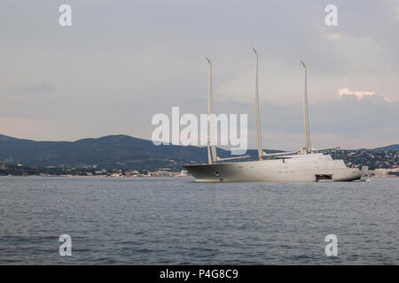 Saint Tropez. France 21th, 2018.The big 'Sailing A' in front of Saint Tropez Gulf. The  Sailing A is the most biggest sailing yacht in the world, builtd in Germany with the most advanced techonology. Lenght 142.81 meters; 12700 tons, designed by Phillippe Starck and Dolker & Voges. The owner of the ship is Andrei Melnichenko from Russia. Photo Alejandro Sala/Alamy Llive News - Stock Photo