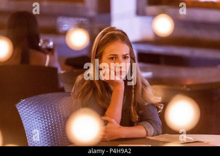 Original Film Title: MOTHER'S DAY.  English Title: MOTHER'S DAY.  Film Director: GARRY MARSHALL.  Year: 2016.  Stars: BRITT ROBERTSON. Credit: APERTURE MEDIA PARTNERS/CAPACITY PICTURES/GULFSTREAM PICTURE / Album - Stock Photo
