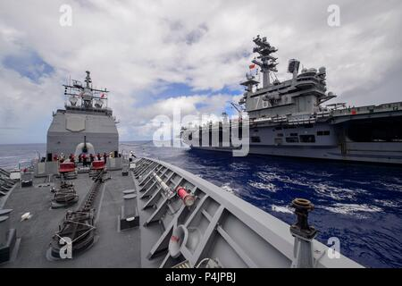 180621-N-HE318-1097  PHILIPPINE SEA (June 21, 2018) The Ticonderoga-class guided-missile cruiser USS Antietam (CG 54) conducts an underway replenishment (UNREP) with the Nimitz-class nuclear-powered aircraft carrier USS Ronald Reagan (CVN 76). Antietam is on patrol in the U.S. 7th Fleet area of operation supporting security and stability in the Indo-Pacific region. (U.S. Navy photo by Mass Communication Specialist 2nd Class William McCann/Released) - Stock Photo