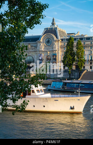 Tourist boat cruising on the Seine river with view of Orsay museum, Paris, IDF, France - Stock Photo