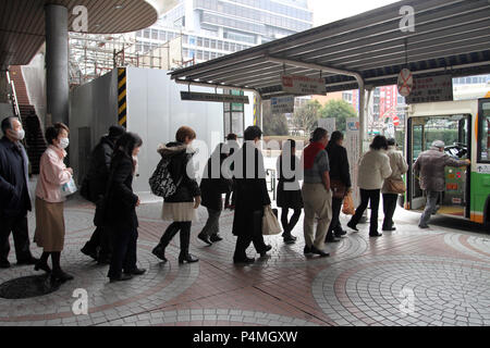 Discipline japanese people are waiting in line to board a public bus in Tokyo, Japan – jan 24, 2011 - Stock Photo