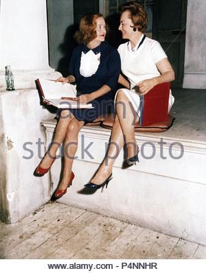 Original Film Title: HUSH... HUSH SWEET CHARLOTTE.  English Title: HUSH... HUSH SWEET CHARLOTTE.  Film Director: ROBERT ALDRICH.  Year: 1964.  Stars: BETTE DAVIS; OLIVIA DE HAVILLAND. Credit: 20TH CENTURY FOX / Album - Stock Photo