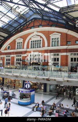 Concourse and ticket hall at Liverpool Street Train Station (third busiest mainline rail station in London), England, UK, PETER GRANT - Stock Photo
