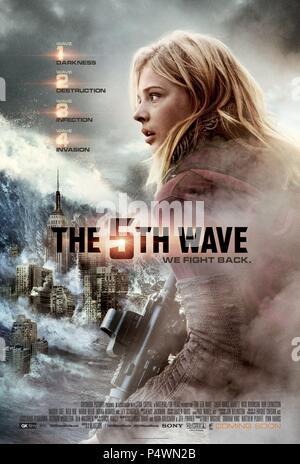 Original Film Title: THE 5TH WAVE.  English Title: THE 5TH WAVE.  Film Director: J BLAKESON.  Year: 2016.  Stars: CHLOE GRACE MORETZ. Credit: COLUMBIA PICTURES/GK FILMS/LSTAR CAPITAL/LIVING FILMS/MATERI / Album - Stock Photo