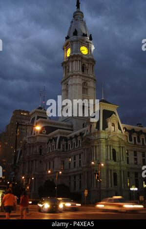 United States. Pennsylvania. Philadelphia City Hall. Built between 1871-1901. The Dome is decorated with the statue of the founder of the city, William Penn (1644-1718). Night view. Stock Photo