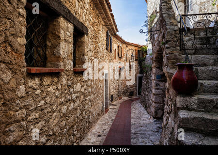 France, Provence-Alpes-Cote d'Azur,  Eze, medieval village, narrow alley and old stone houses - Stock Photo