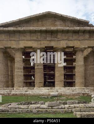 Greek art. Magna Grecia. Italy. Paestum. Temple of Neptune, actually dedicated to the goddess Hera. Built around 450-460 BC. Doric style. Front. - Stock Photo