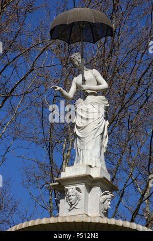 Joan Roig Soler (1852-1909). Spanish sculptor. The lady of the umbrella, (1884). Citadel Park. Barcelona. Catalonia. Spain. - Stock Photo