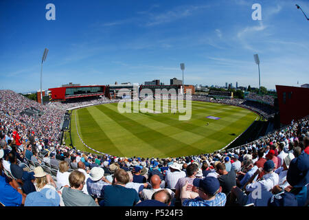 Manchester, UK. 24th June, 2018. Manchester, UK. 24th June, 2018. Sunday 24th June 2018, Emirates Old Trafford, 5th ODI Royal London One-Day Series England v Australia; General stadium view showing a capacity crowd watching Australia bat during the 1st innings against England. Credit: News Images /Alamy Live News Credit: News Images /Alamy Live News - Stock Photo