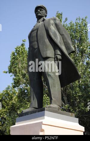 Ukraine. Autonomous Republic of Crimea. Feodosiya. Vladimir Lenin (1870-1924). Russian revolutionary and politician. Statue. - Stock Photo