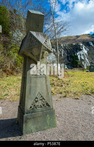 Sandstone Obelisk, a sculpture by Francis Pelly of Orkney, at the Ballachulish Slate Quarry, near Glencoe, Highland Region, Scotland, UK - Stock Photo