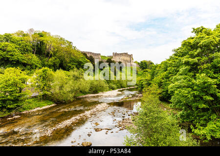 River Swale Yorkshire, River Swale Richmond Yorkshire UK, Richmond Castle overlooking river Swale, River Swale Richmond Town Yorkshire rivers, - Stock Photo