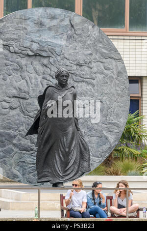 Bronze memorial statue of Mary Seacole, in the grounds of St Thomas hospital, founded by Florence Nightingale, Westminster, London, England. - Stock Photo