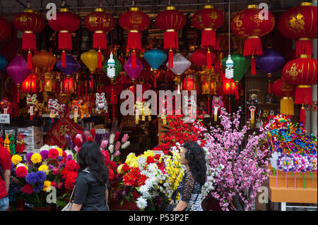 18.01.2018, Singapore, , Singapore - A shop in Singapore's Chinatown district sells Chinese lanterns, plastic flowers and other decorative items for i - Stock Photo