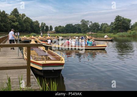 28072016, Woerlitz, Sachsen-Anhalt, Deutschland - Das Gartenreich Dessau-Woerlitz ist Weltkulturerbe der UNESCO. An der Gondelstation beginnen alle Rundfahrten rund um den See sowie in die Kanaele. - Stock Photo