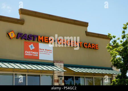 Neighborhood walk-in health and emergency care clinic building - Stock Photo