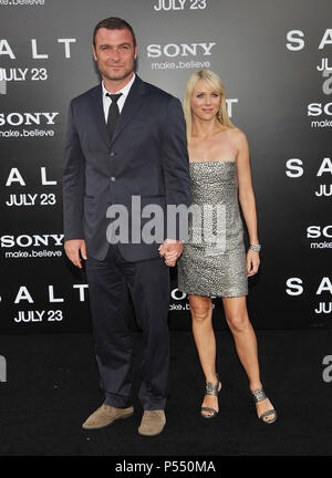 Naomi Watts and husban...