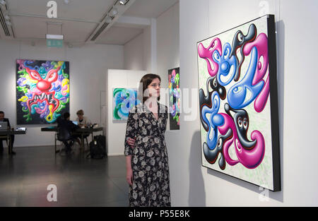 "Opera Gallery, New Bond Street, London, UK. 25 June, 2018. Cult American artist, Kenny Scharf, the grandfather of Street Art, who alongside friends Haring and Basquiat founded the street art movement in 1980s New York with his surreal pop art murals, has his first UK exhibition for ten years, titled ""Blobz"", at London's Opera Gallery till 10th July. Credit: Malcolm Park/Alamy Live News. - Stock Photo"